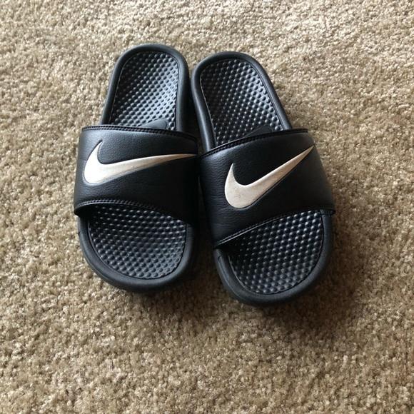 0dc602f5c Men s Nike Slides - Size 9. Good condition! M 5bdcc94fe944ba85a98d4313
